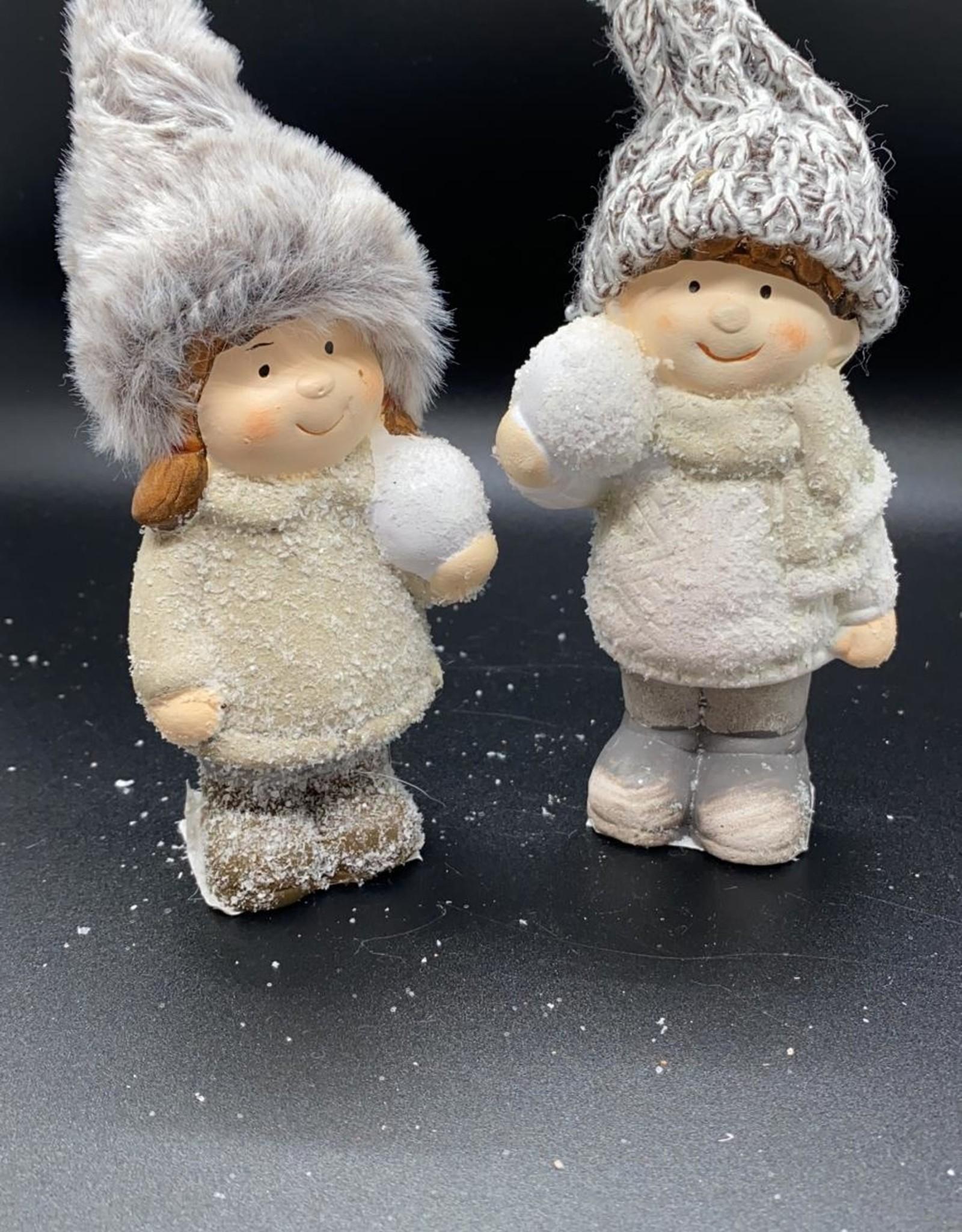 Keramiek meisje/jongen met sneeuwbal