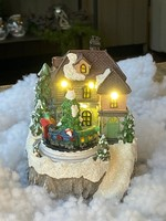 Huis voor kerstdorp met trein