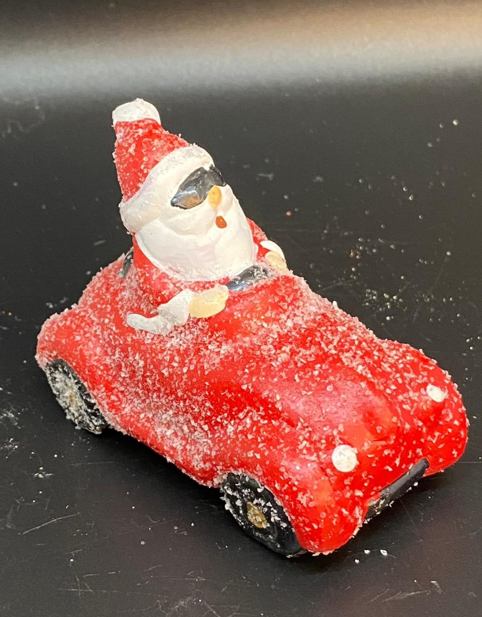 Coole kerstman in auto