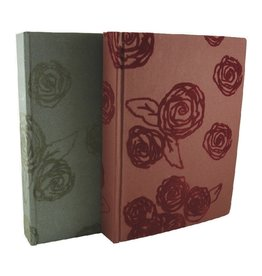 AE915 Photoalbum with flocked roses.