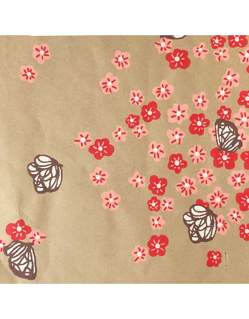 floral/papillon motif