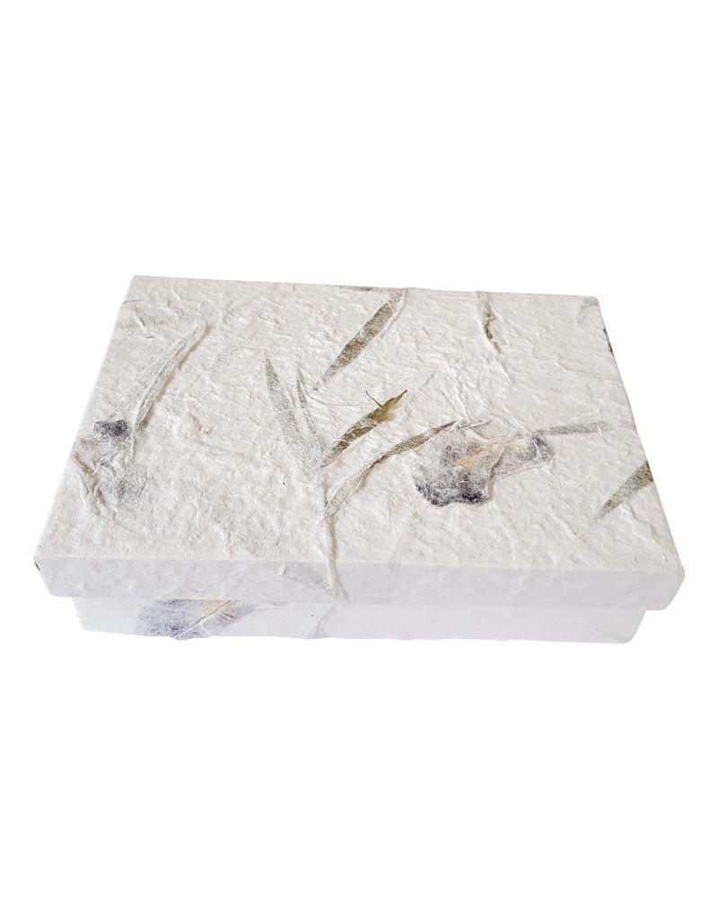 Boîte de papier de mûrier avec des fleurs