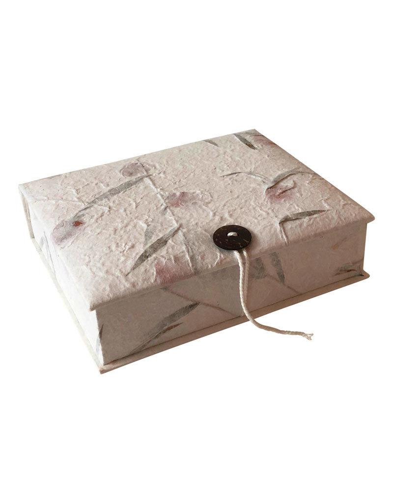 Aufbewahrungsbox mit Schnur und Knopf