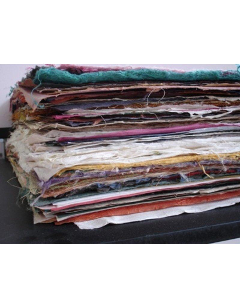 Mischung von Bögen handgeschöpften Papiers
