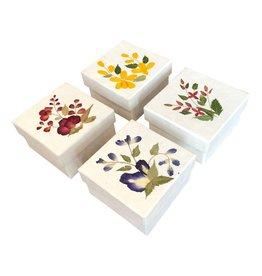 TH192  Schachtel Maulbeerpapier mit einer Blumendekoration