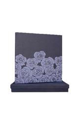 livre d'or roses relief dans une boite