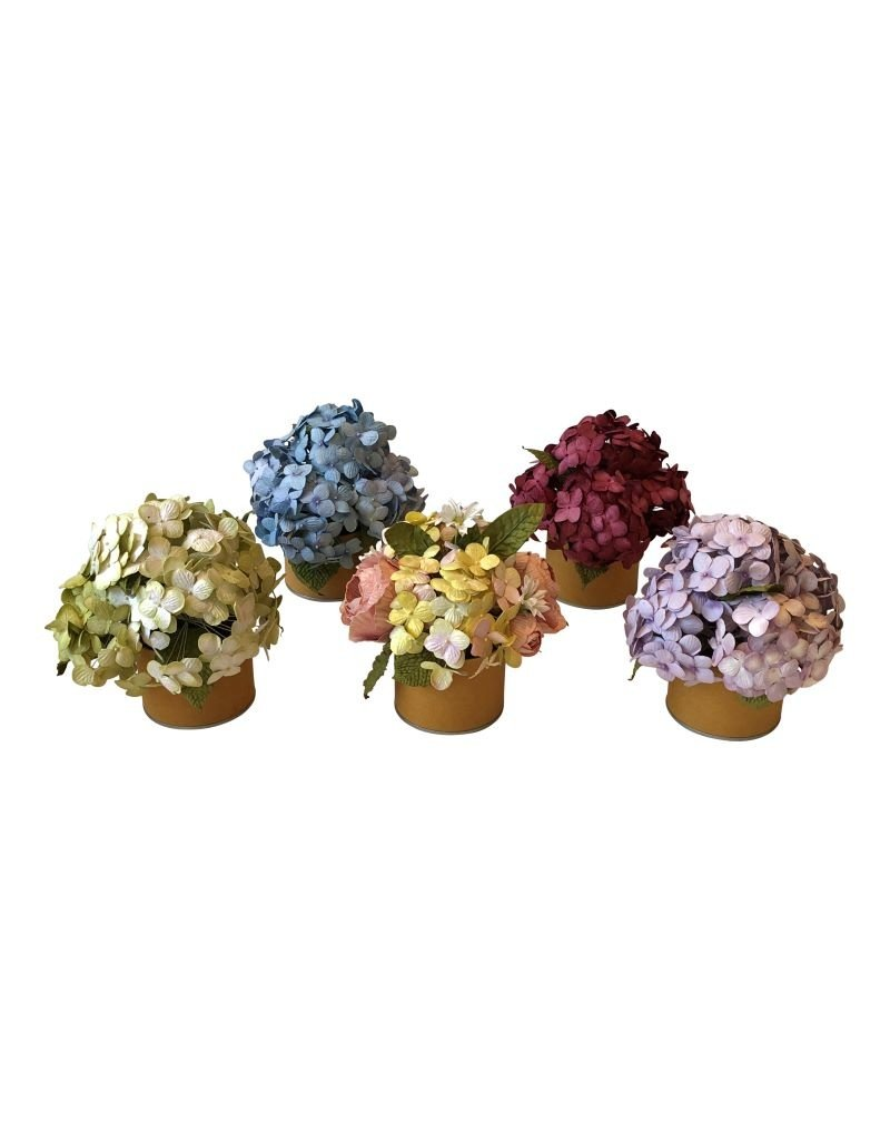Handgemaakte bloemen in bloembakje