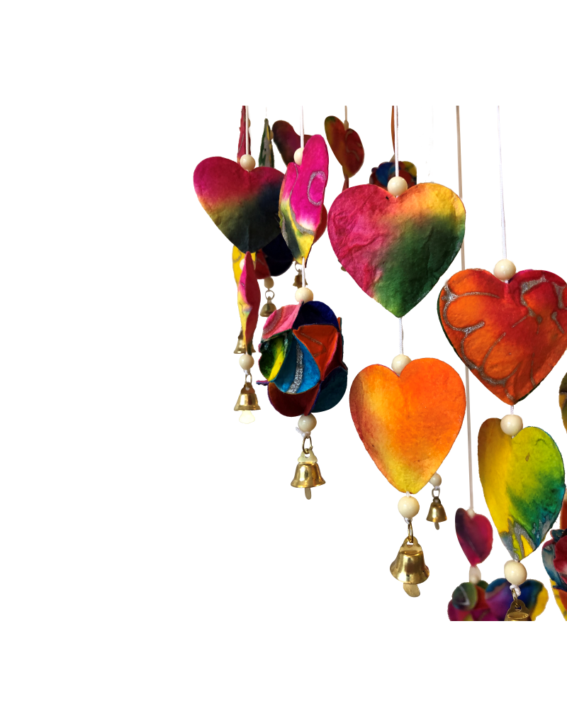 Mobile  avec des coeurs colorées