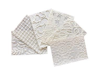 Papier mûrier, dentelle et relief