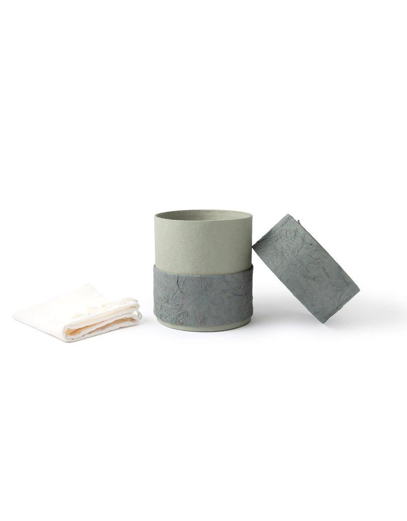 . Öko-Urne mit Naturpapier überzogen