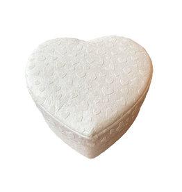TH269 Heartshape box with hearts