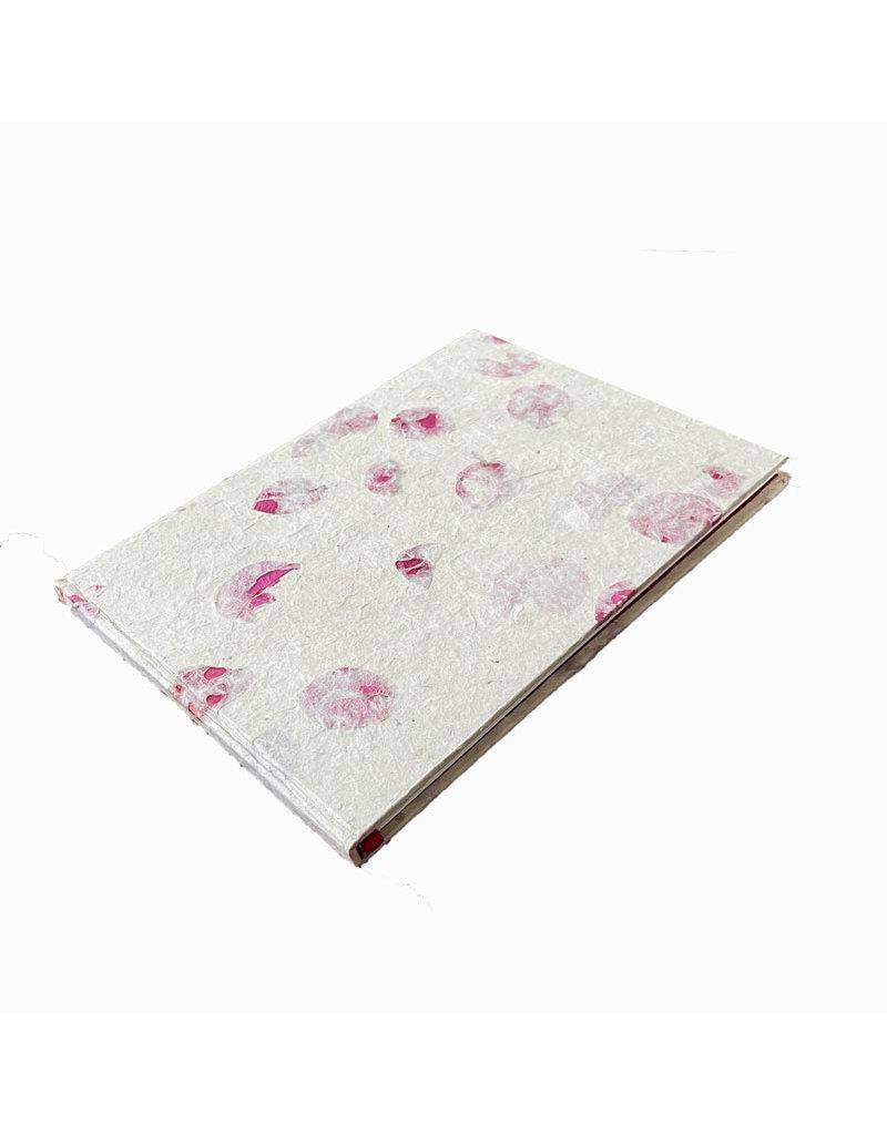 Livre d'or recouvert de papier lokta fleurs.