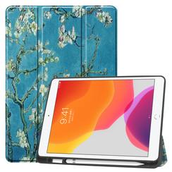 iPad 10.2 inch (2019) hoes - Tri-Fold Book Case met Apple Pencil houder - Witte Bloesem