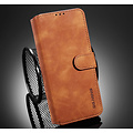 CaseMe CaseMe - Samsung Galaxy A02s Hoesje - Met Magnetische Sluiting - Ming Serie - Leren Book Case - Licht Bruin