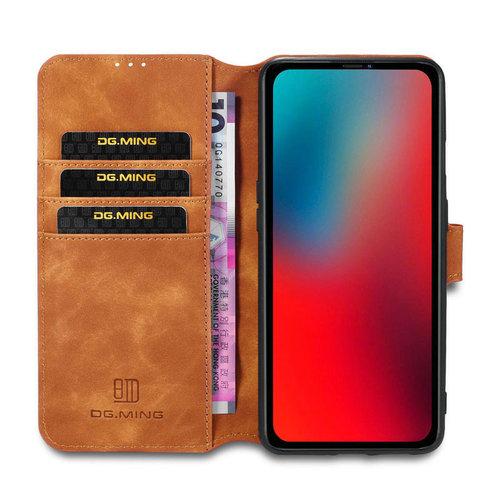 CaseMe CaseMe - iPhone 12 / 12 Pro Hoesje - Met Magnetische Sluiting - Ming Serie - Leren Book Case - Licht Bruin