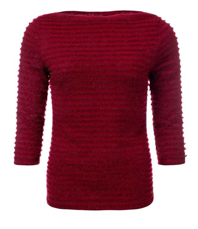 dayz Maartje - Rode bootnek top met twilltape details