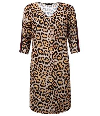 Manon - Leopardprint jurk met V-hals en tape op de 3/4 mouw
