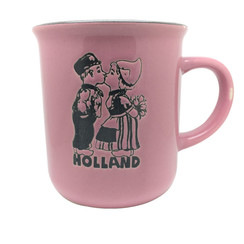 Retro Mug kissing couple pink