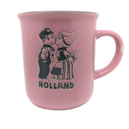 Retro Mug kissing couple pink