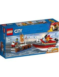 LEGO 60213 - Brand aan de kade