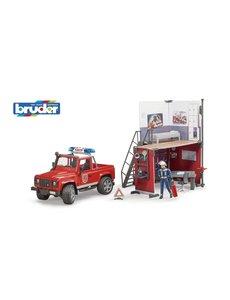 Bruder 62701 - Brandweerkazerne met Landrover en brandweerman