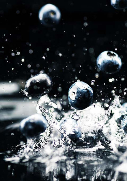 Splashing fruit in water
