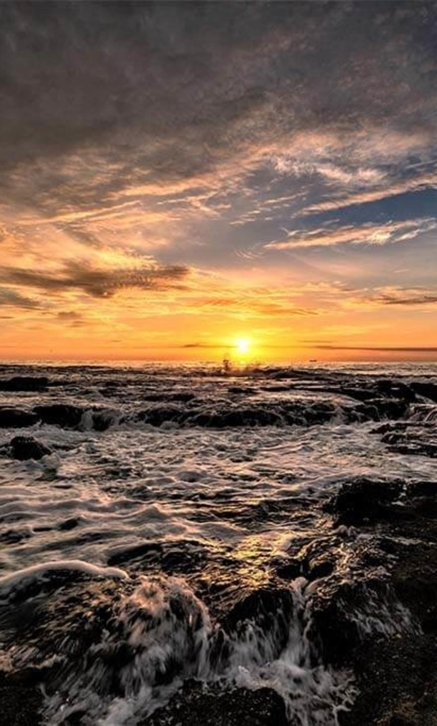 Un beau coucher de soleil sur la mer