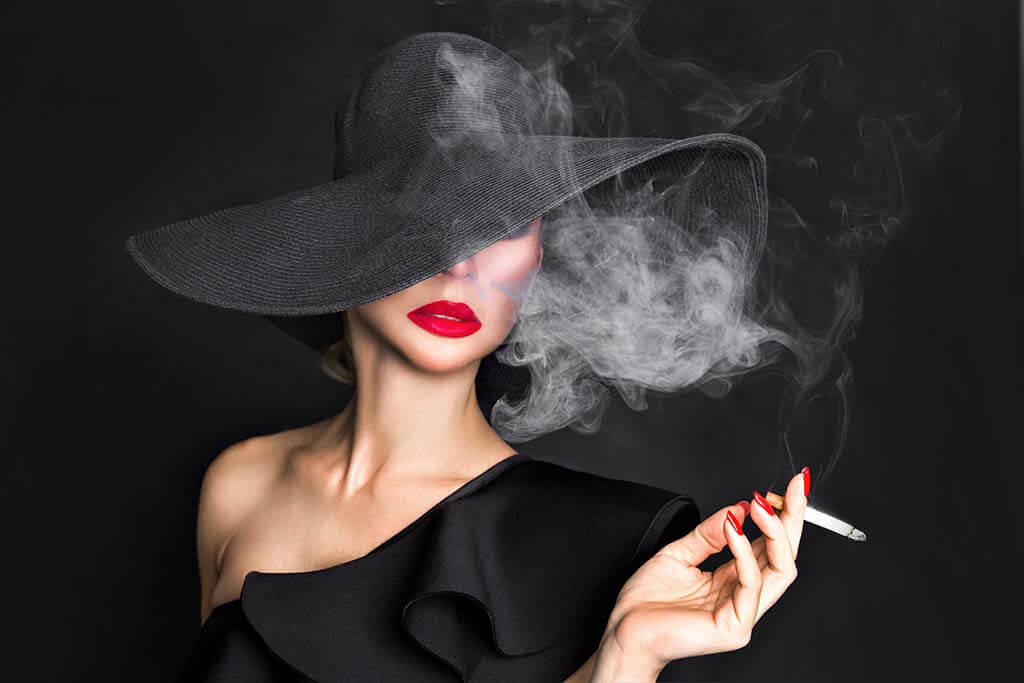 Smoking woman-1