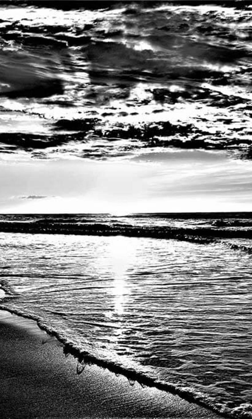 Sea black and white