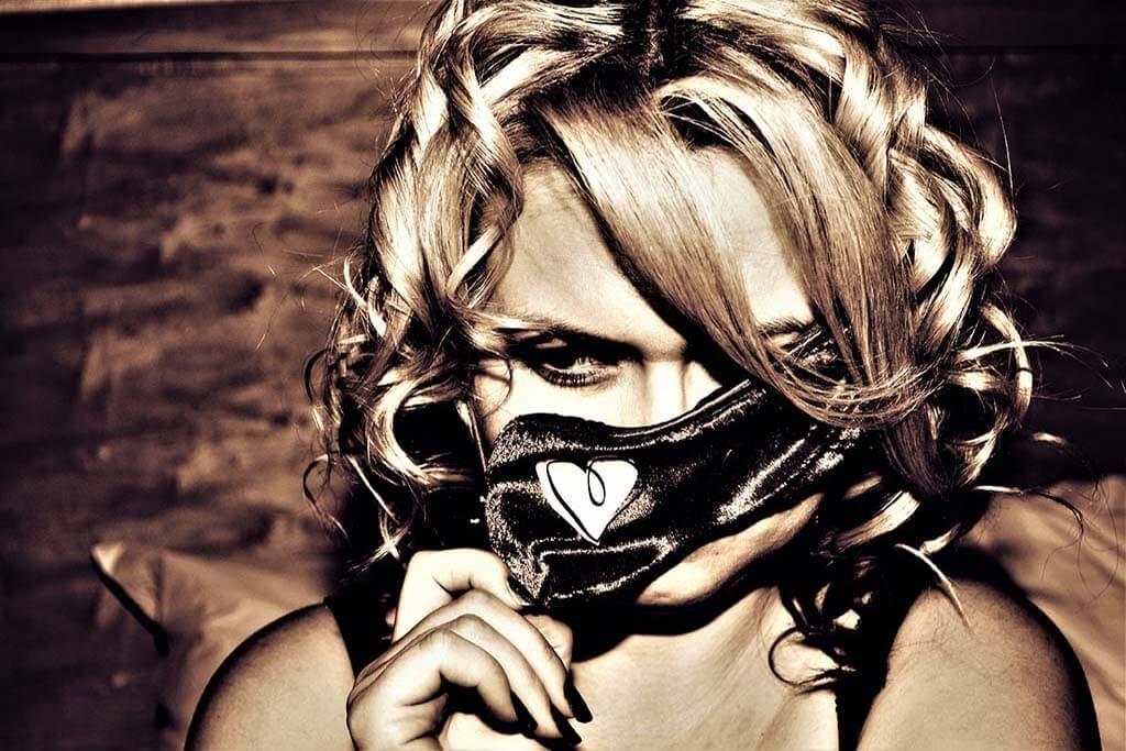 La femme masquée-1