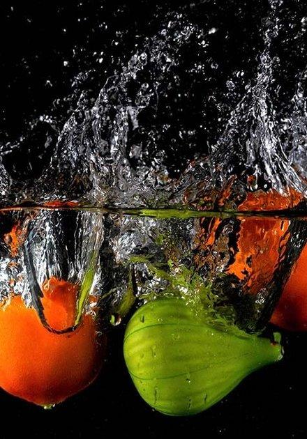 Splashing fruit