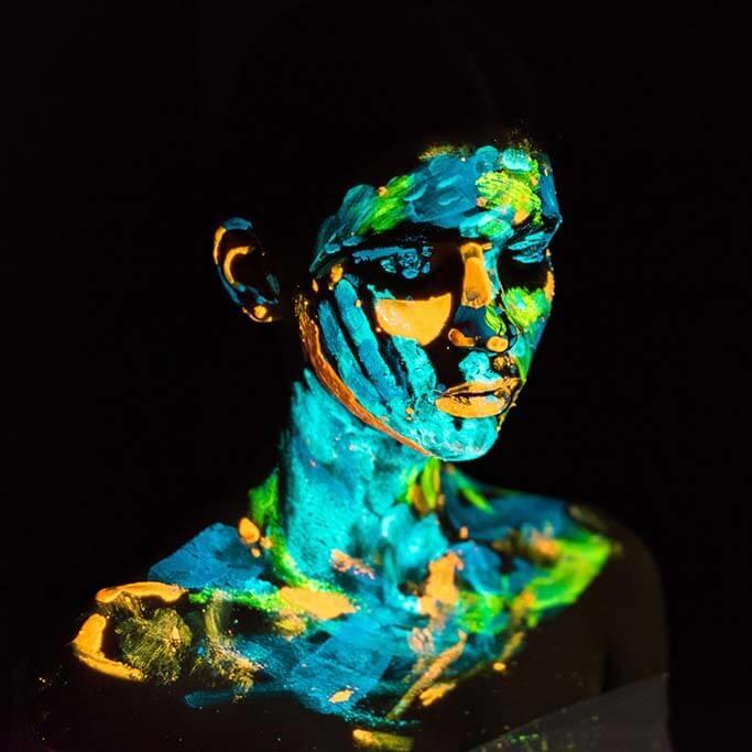 Neon woman-1