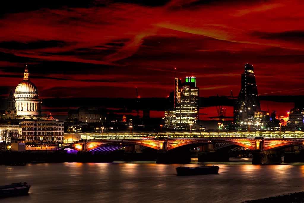 Londres de nuit St. La cathédrale de Pauls