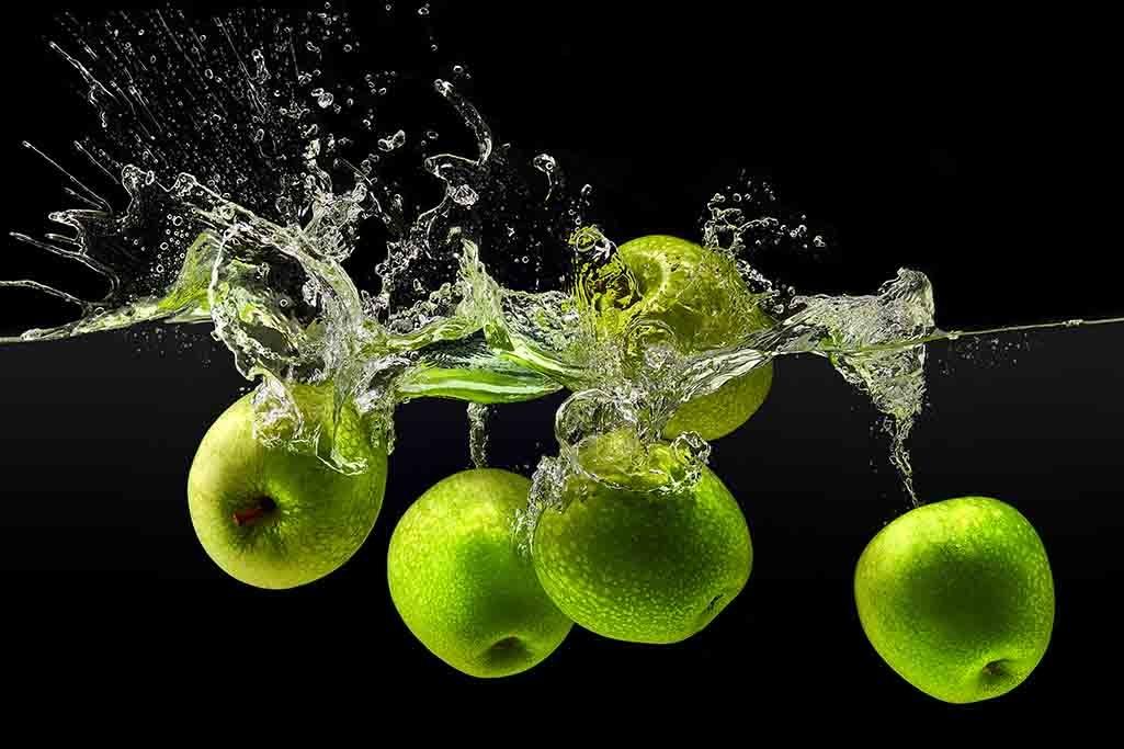 Splashing apples-1