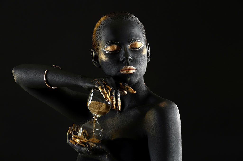 Woman with golden hourglass-1
