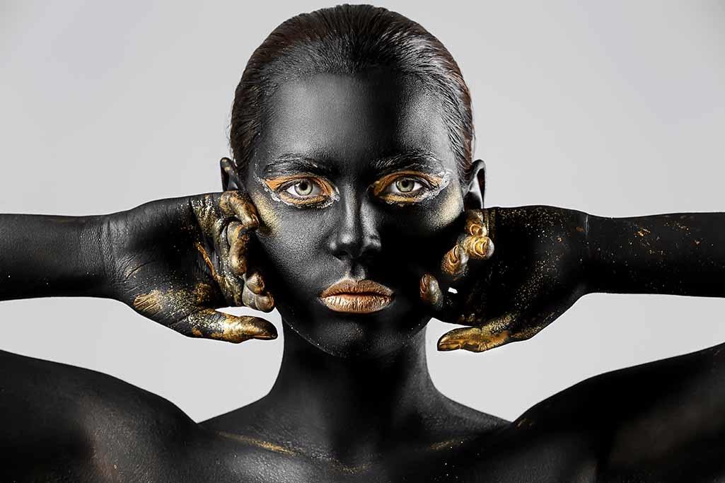 Powerful golden woman-1