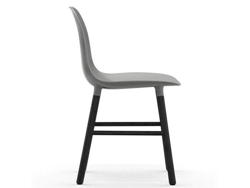 Normann Copenhagen Form Chair stoel zwart grijs