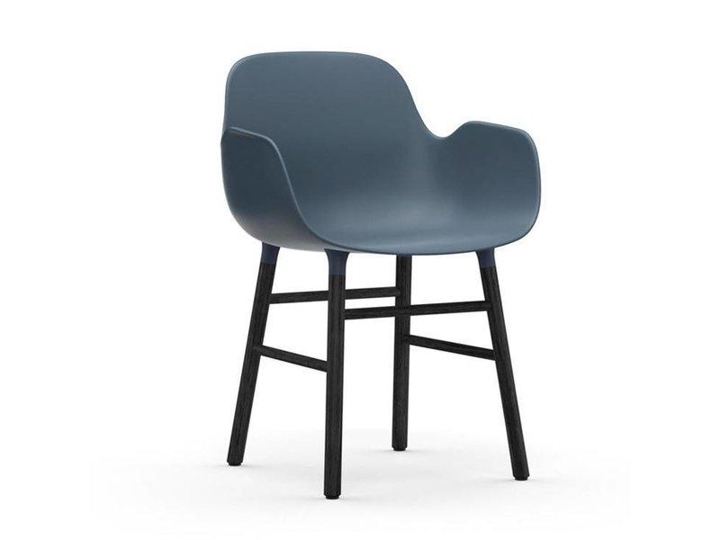Normann Copenhagen Form Armchair stoel zwart blauw