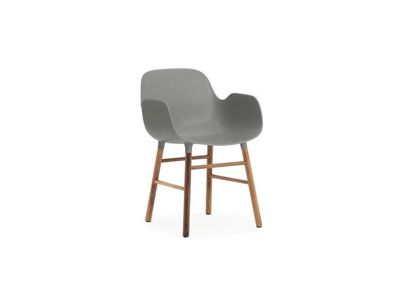 Normann Copenhagen Form Armchair stoel walnoot grijs