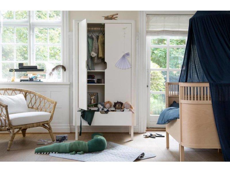 Hermosa Blanco Muebles De Doble Armazón De La Cama Viñeta - Muebles ...