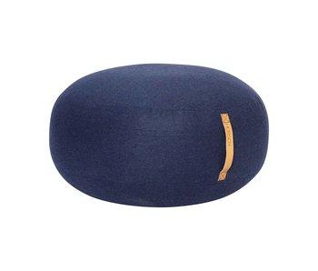 Hubsch Puf de lana azul con asa de cuero.