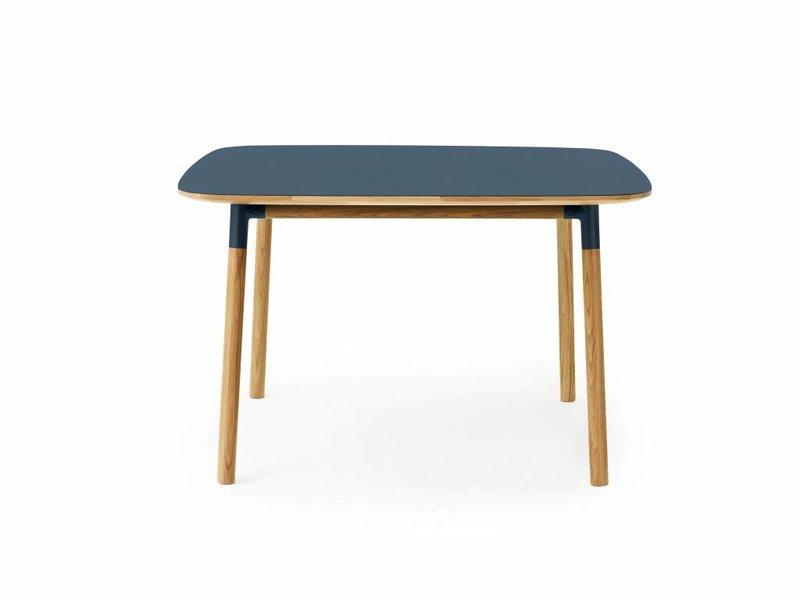Normann Copenhagen Form tafel eiken blauw