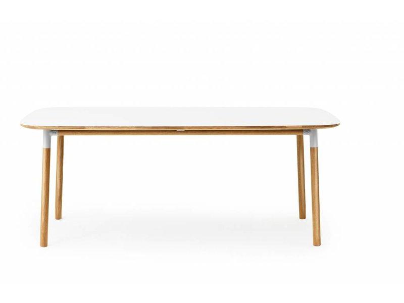 Normann Copenhagen Form tafel eiken wit