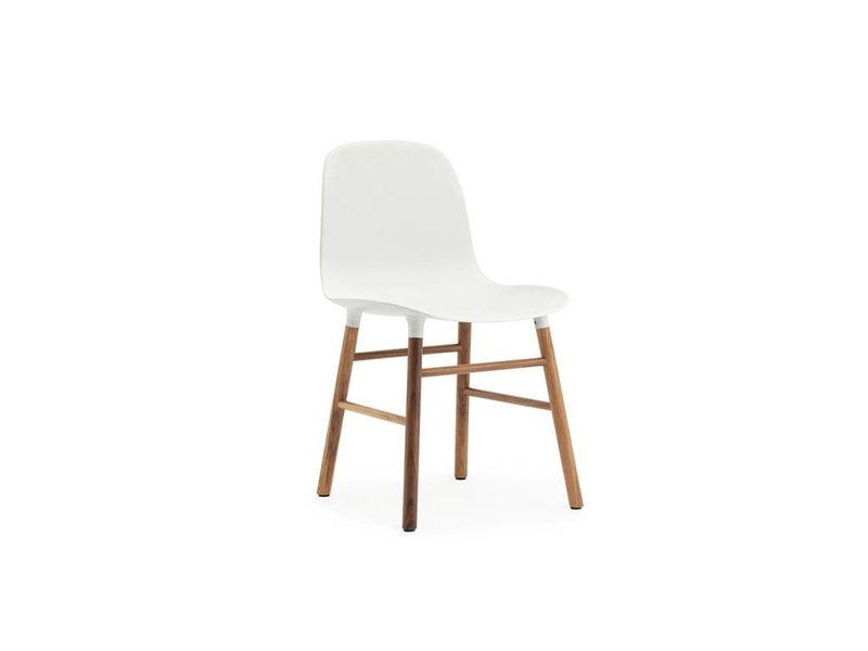 Normann Copenhagen Form Chair walnoot stoel wit
