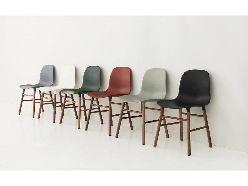 Normann Copenhagen Form Chair walnoot stoel blauw