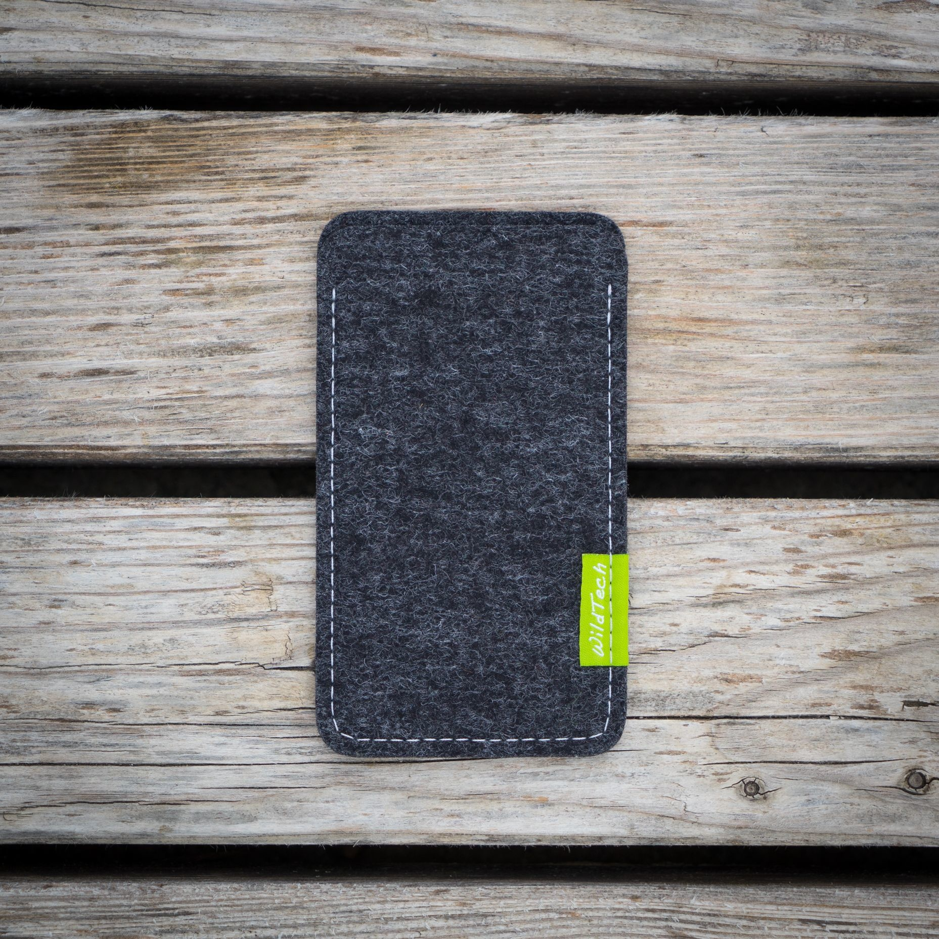 Xperia Sleeve Anthracite-2