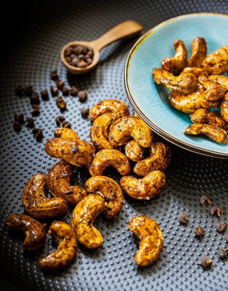 Oven-roasted cashews with Seaweed, Szechuan Pepper and Soja Sauce