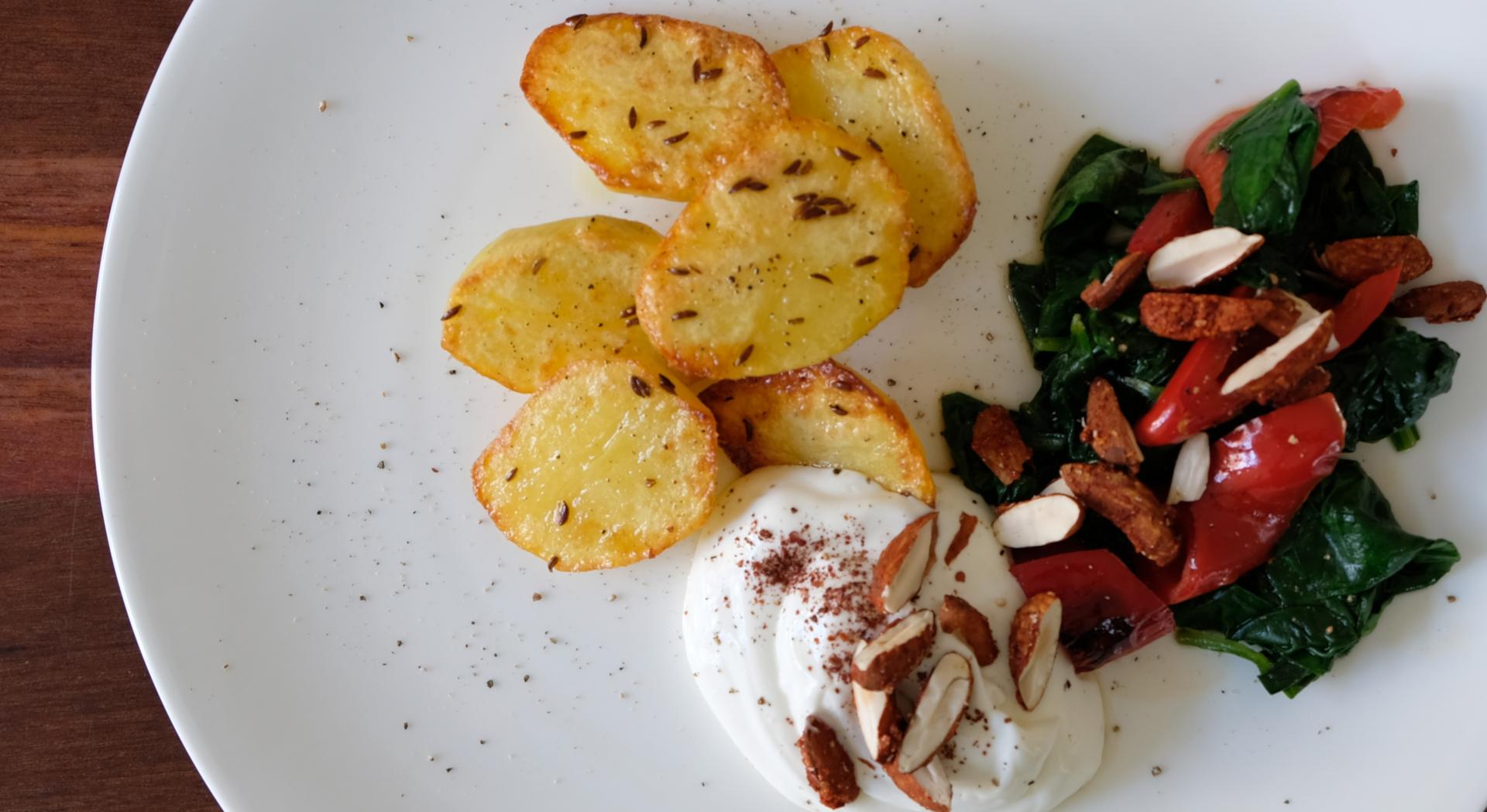 Ofenkartoffeln mit Paprika-Spinat und Mandeln Chili-Orange