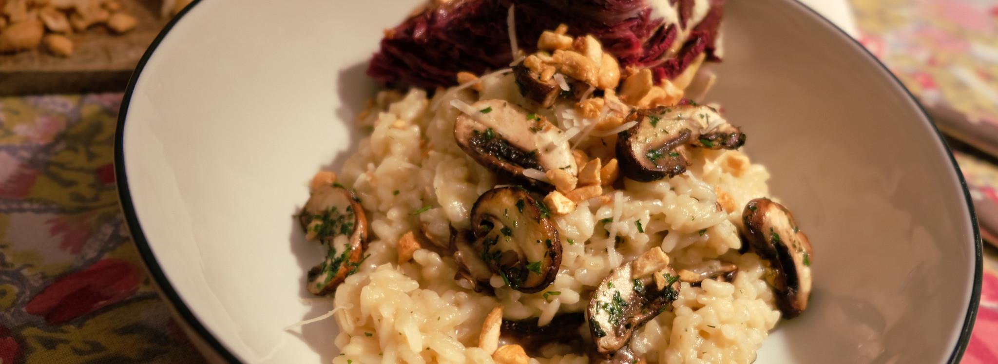 Risotto mit Pilzen, Radicchio und Cashews Schwarzwälder Schinken