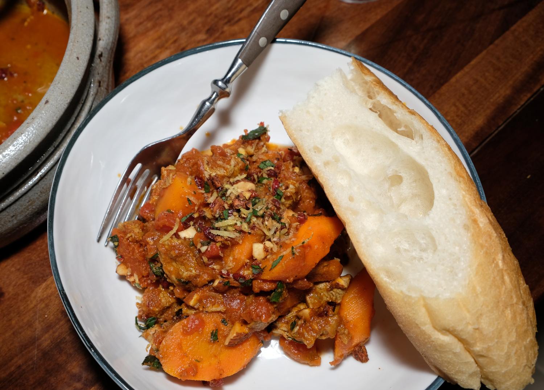Lamm mit Gremolata Mandeln Oriental angerichtet